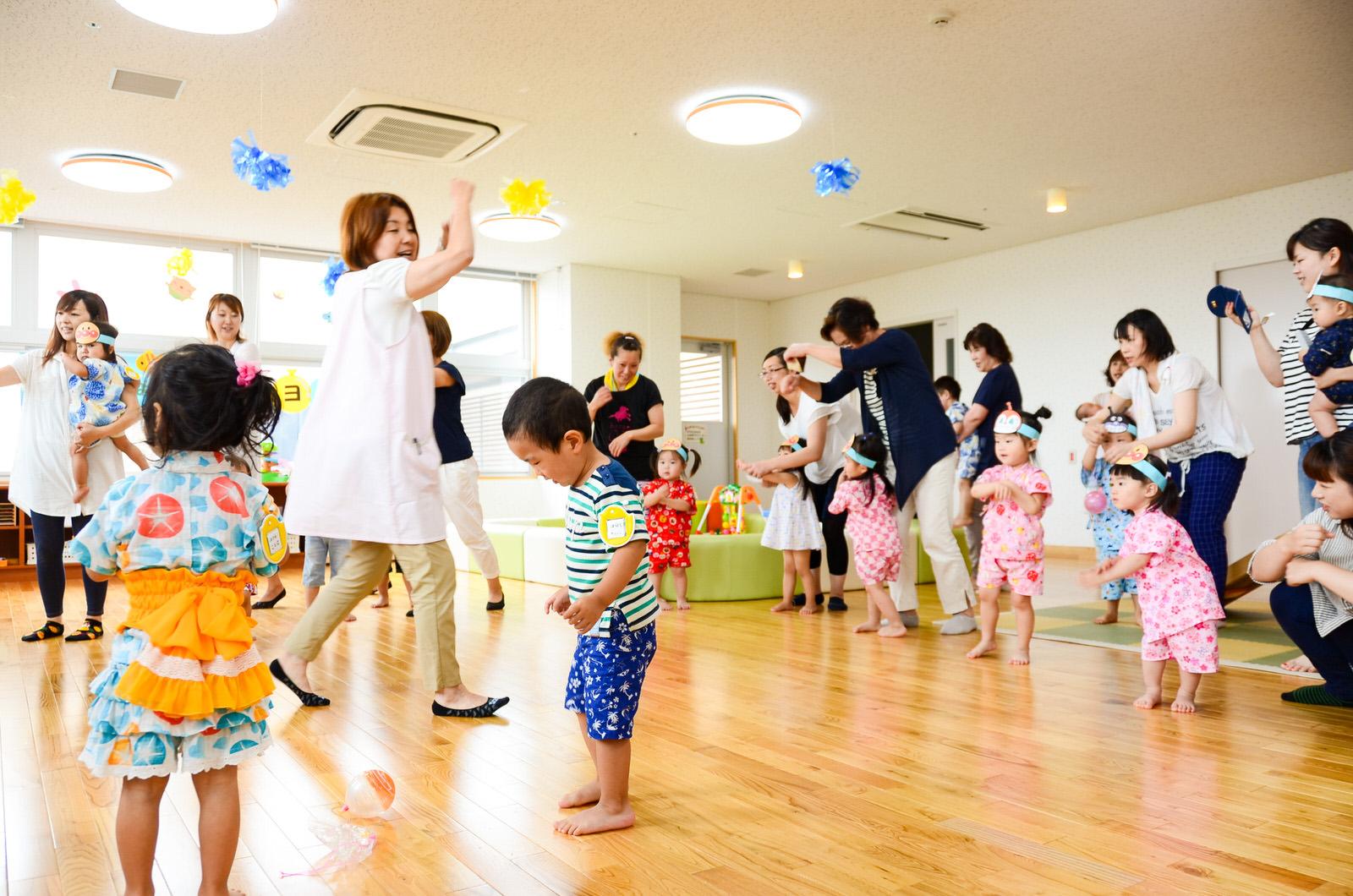 7月26日に行われた夏祭りでは、親子が盆踊りを楽しんだ(提供:南三陸町企画課)