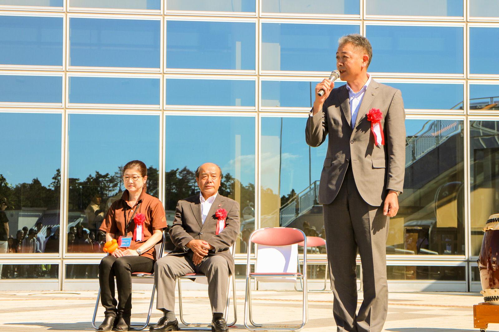 来賓を代表して、最知明広副町長よりご挨拶「福祉まつりは福祉のソフト機能を育てるもの。一緒になって安心できる町を目指したい」