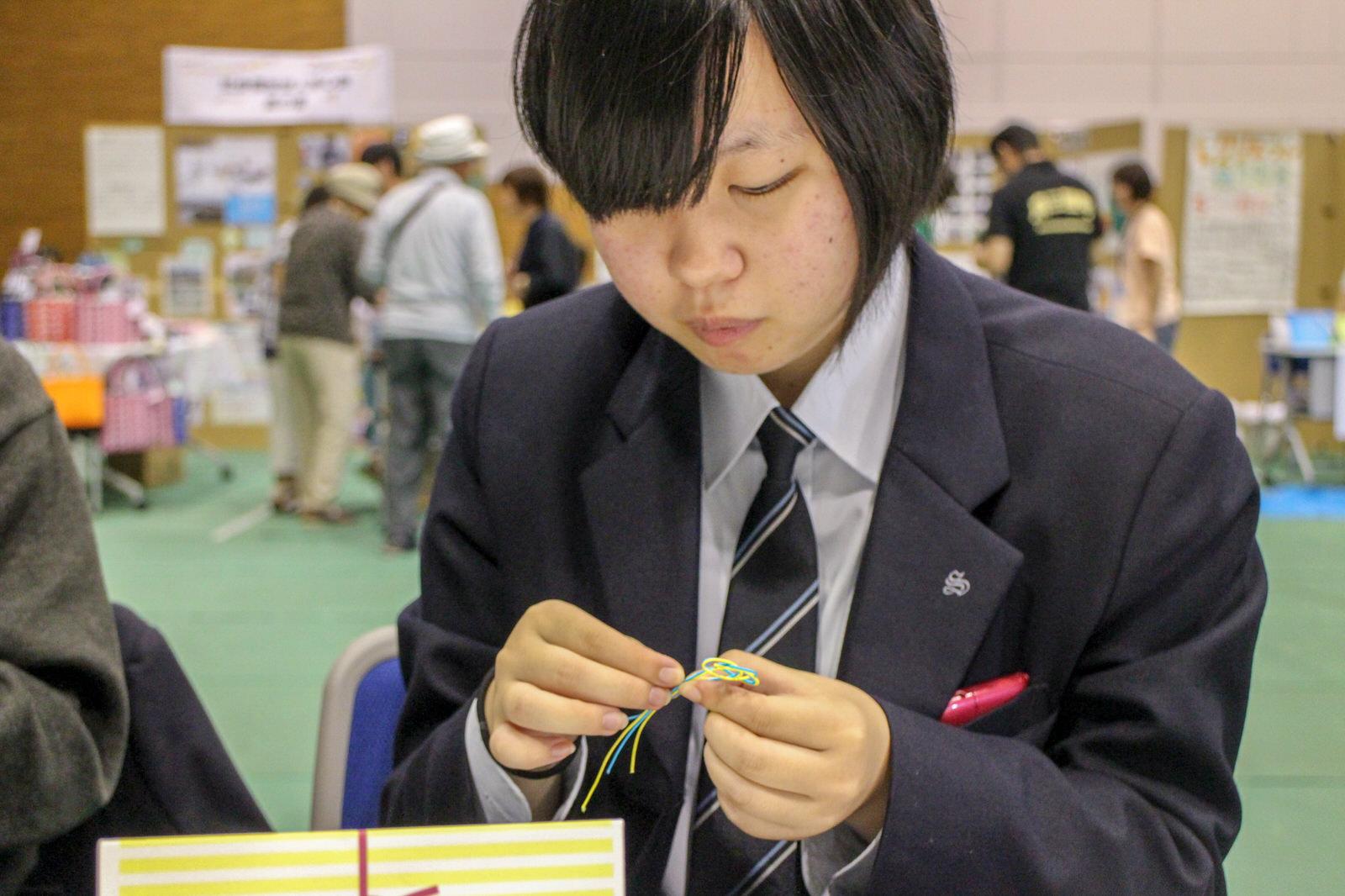 志津川高校手芸部のブースでは水引でいろんな形を作るワークショップを開催!