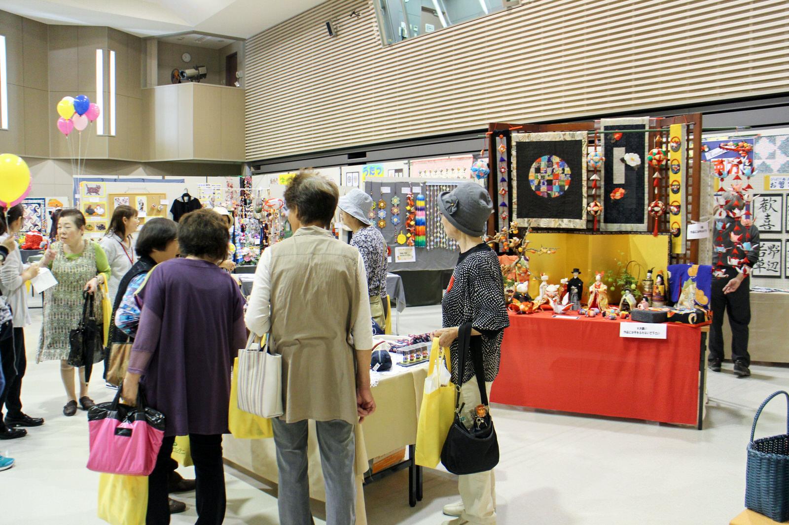 9月30日(金)から3日間開催された同展示会の最終日でもありました。町内の仮設集会所のサークルなどで作られた力作たち